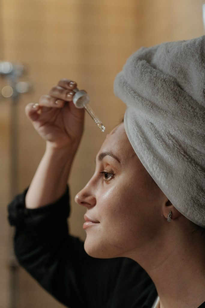 woman using oil to improve skin elasticity